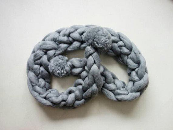 PANAPUFA pom pom scarf