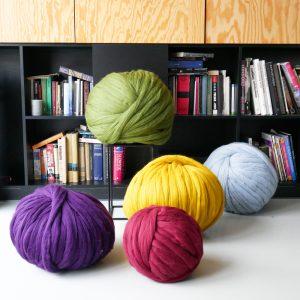 super-chunky-merino-yarn-extreme-arm-knitting-DIY-138