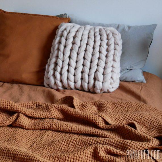 chunky-knit-merino-decorative-pillow-cuchion-panapufa-scandinavian-style-hygge-boho-interior-design-trends-2021-earth-color-pallete-burnt-orange