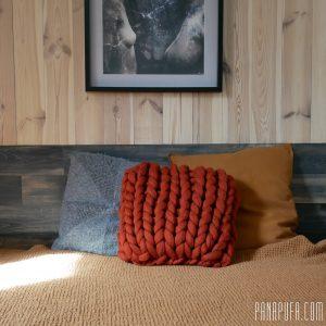 chunky-knit-merino-decorative-pillow-cuchion-panapufa-scandinavian-style-hygge-boho-interior-design-trends-2021-earth-colors-burnt-orange
