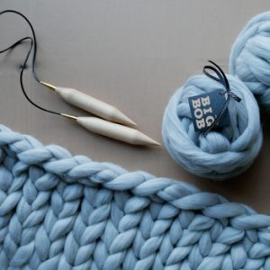 chunky-knit-merino-blanket-with-super-thick-knitting-needles-40mm