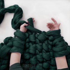 chunky-knit-yarn-merino-wool-arm-knitting-DIY-big-bob-panapufa-forrest-green