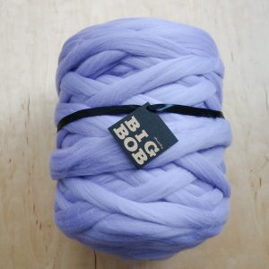 super-chunky-merino-yarn-extreme-arm-knitting-DIY-light-lilac-ultra-violet-color-trends-2021