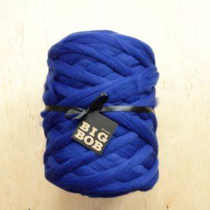 royal-blue-super-chunky-merino-yarn-extreme-arm-knitting-DIY