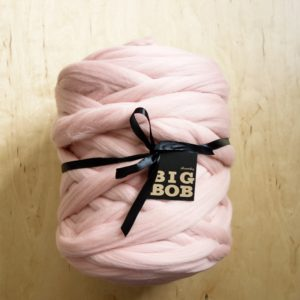 powder-pink-super-chunky-merino-yarn-extreme-arm-knitting-DIY-panapufa