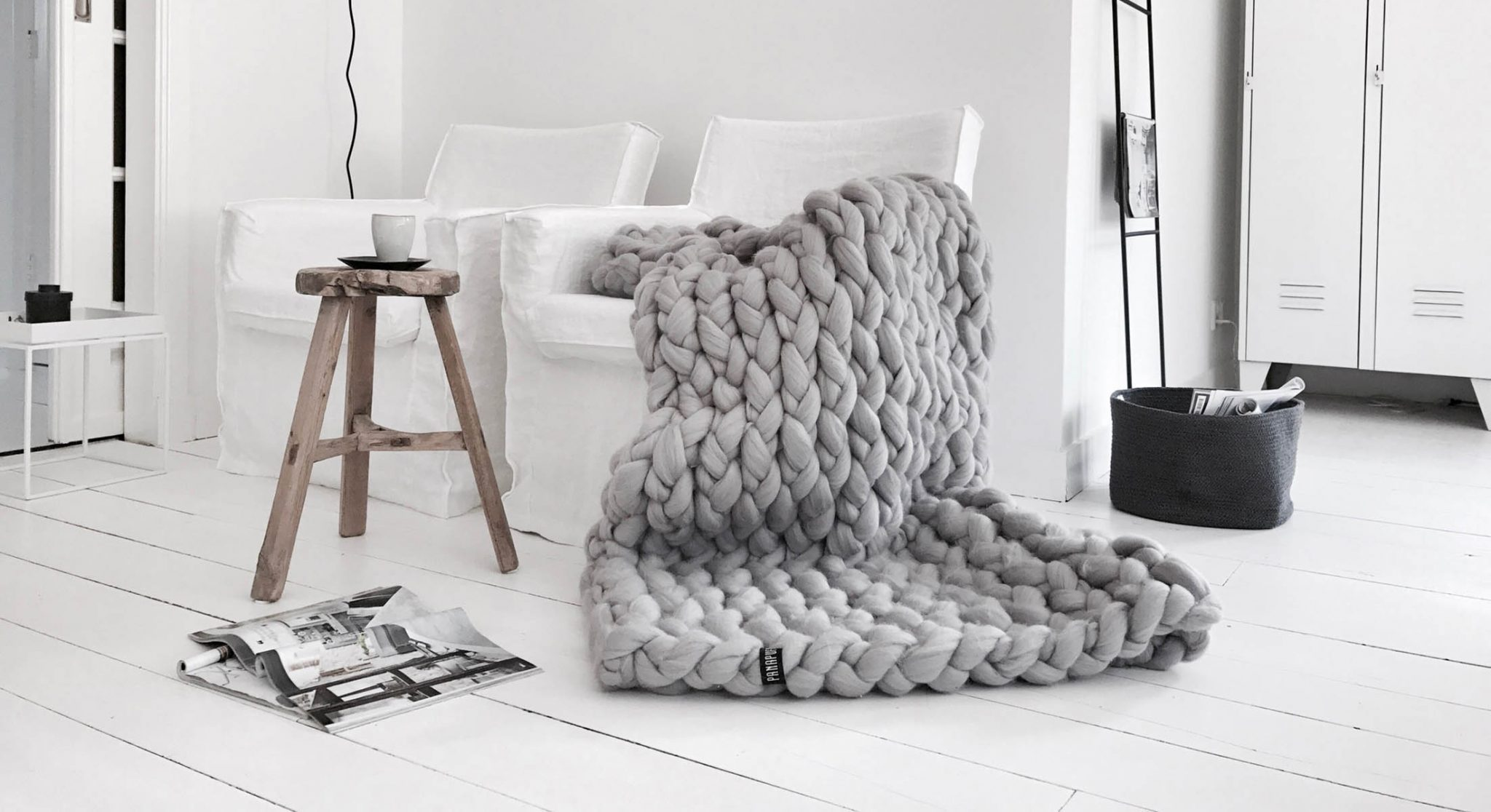 interior-design-luxurious-bedroom-chunky-knit-merino-wool-blanket