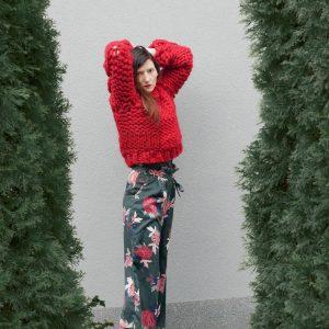 chunky-knit-red-cable-knit-merino-short-melange-sweater-cardigan-panapufa-luxurious-fashion-trends-wool-fetish-fricks-2021